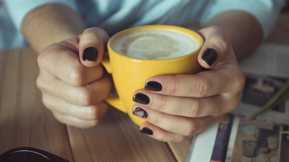 14 Surprising Causes Of Cracked, Brittle & Splitting Fingernails